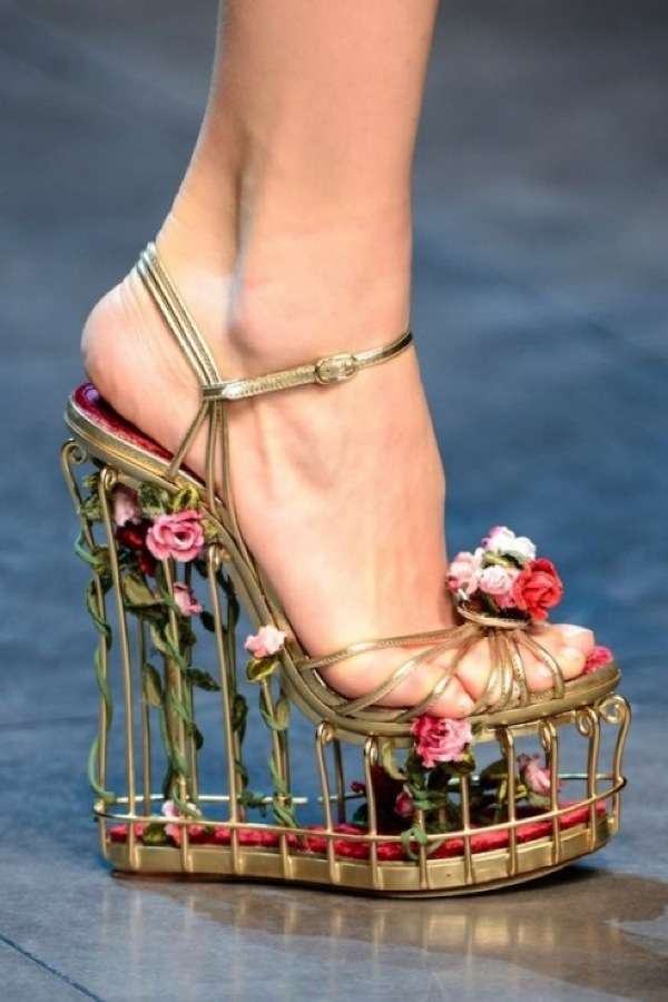 Kim-Kardashian-Fashion-Friday-Floral-Shoes-20-492x738.jpg