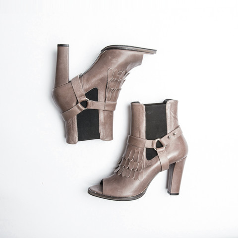 Sun-open-toe-Chelasea-Boot_625dollari.jpg