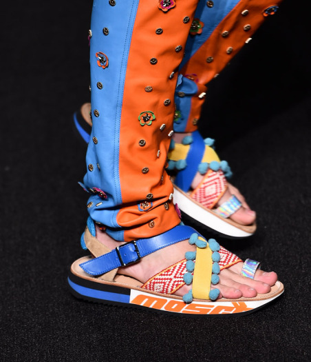 london-mens-fashion-week-spring-2017-moschino-rex9.jpg
