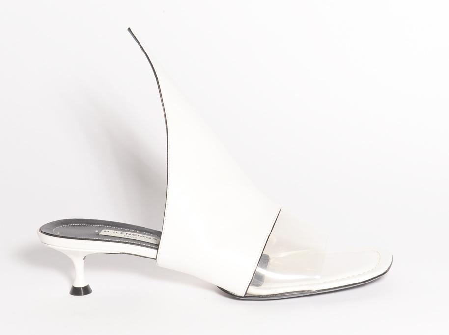 Sandalo bianco di pelle con kitten-heel