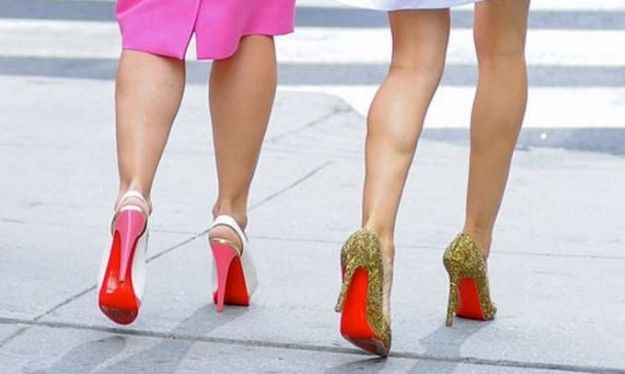 A destra: Brillanti scarpe di Christian Louboutin indossate nel Film Sex and the City 2