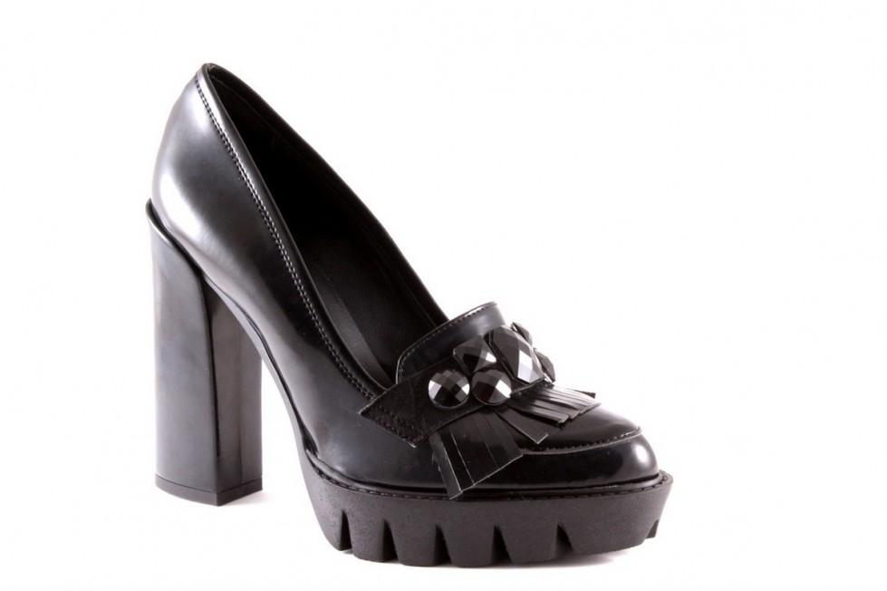decolletes-nera-in-pelle-spazzolata-con-pietre-e-frange.j scarpe magazine scarpemagazine pg