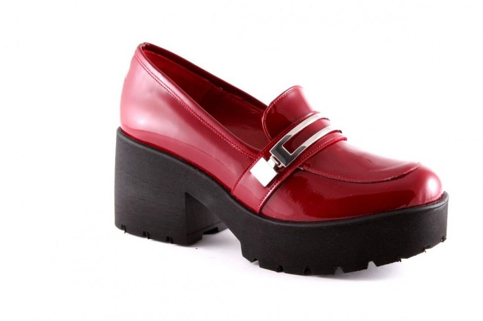 scarpa-mocassino-tacco-medio-in-rosso. scarpe magazine scarpemagazine jpg