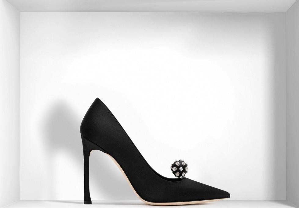 decolletes-nere-in-satin-con-dettaglio-sfera scarpe magazine