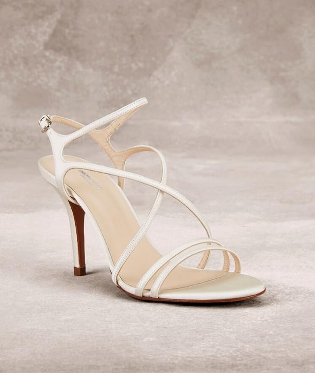 sandali-a-listini-incrociati-con-tacco scarpemagazine