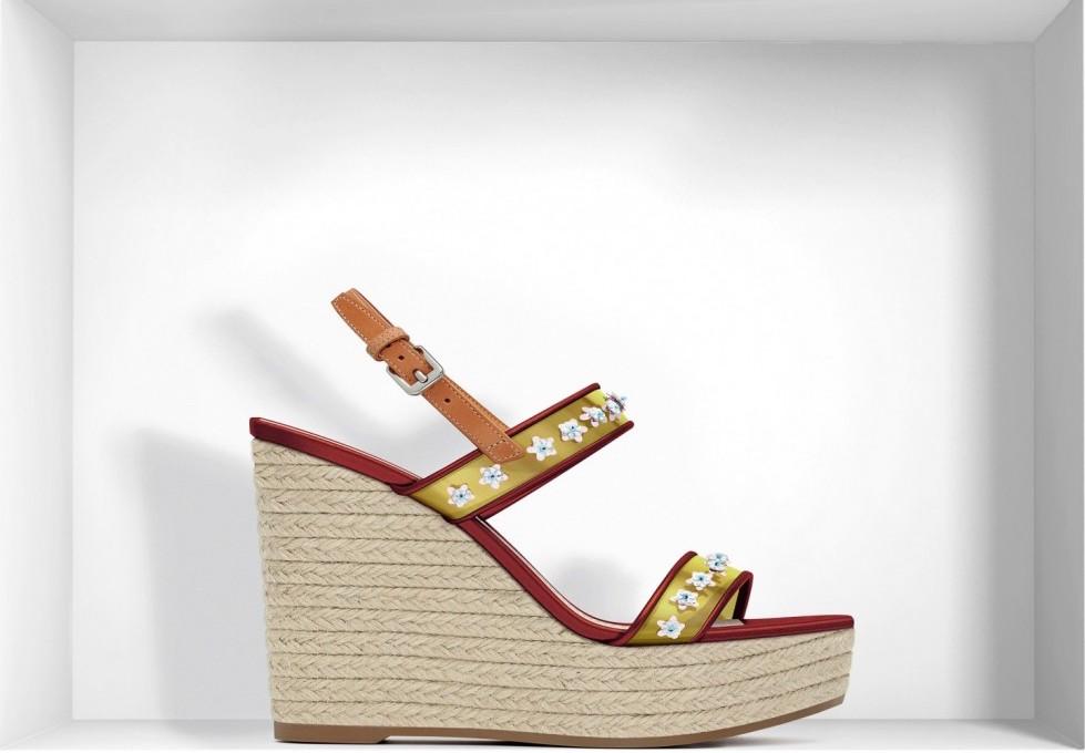 sandali-color-ocra-con-zeppa-dior scarpe magazine