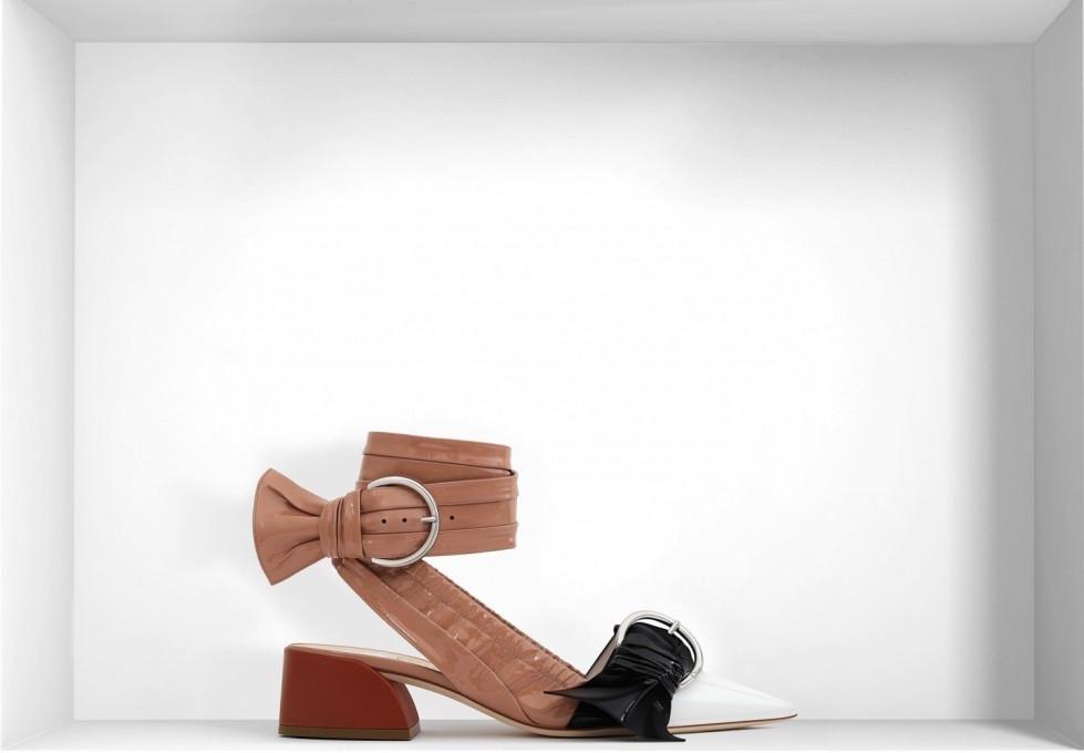 sandali-con-tacco-basso-in-vernice-dior scarpe magazine