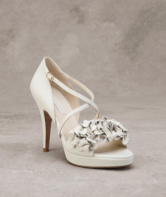 sandali-panna-con-applicazioni-floreali scarpemagazine