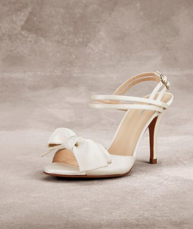 sandali-panna-con-maxi-fiocco scarpemagazine