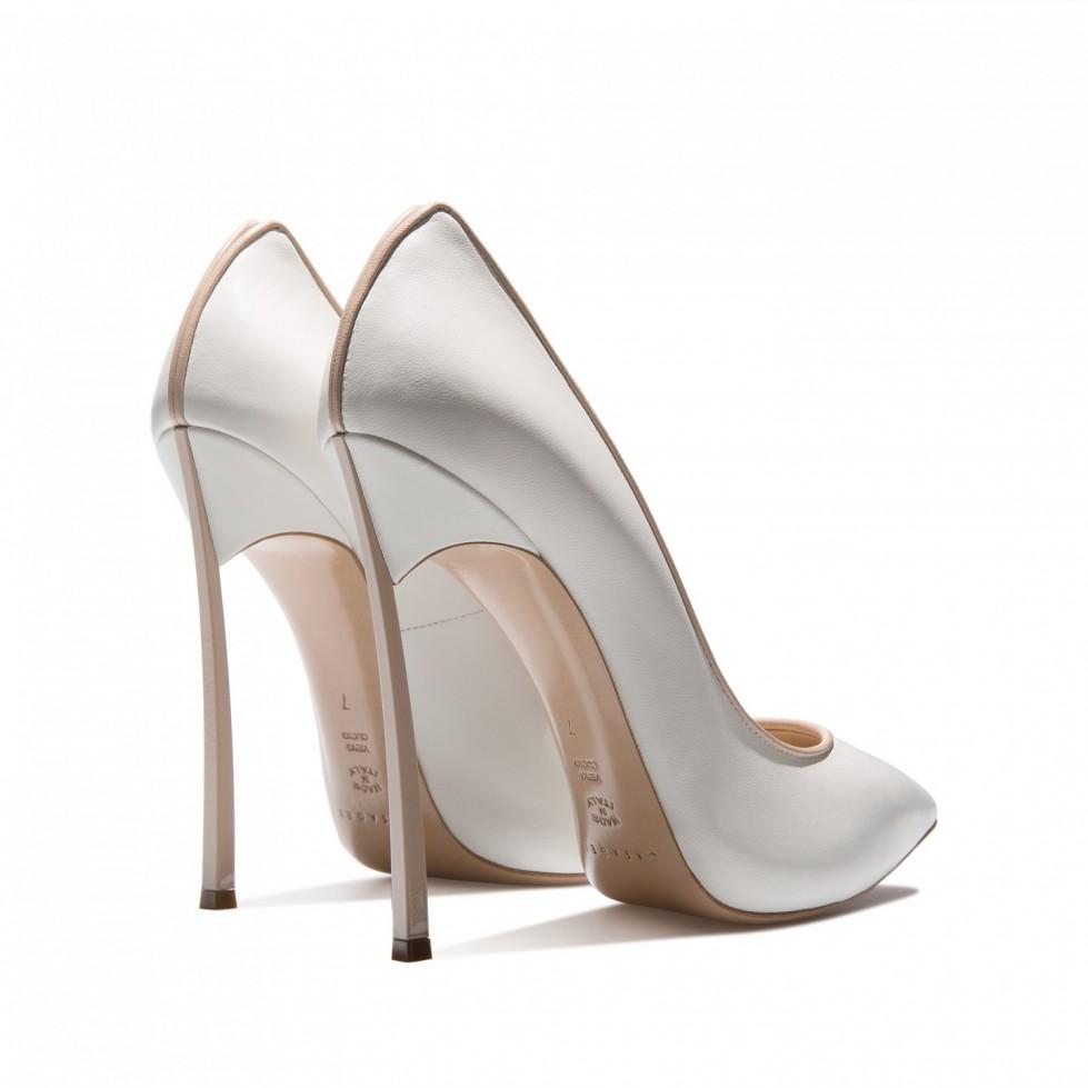 decolletes-bianche-con-dettagli-nude scarpe magazine
