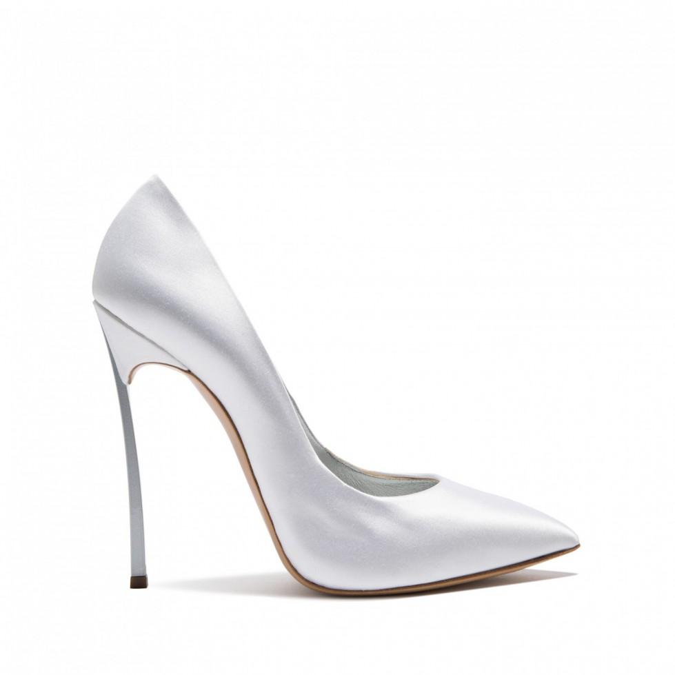 decolletes-in-raso-a-punta-stetta-platino scarpe magazine