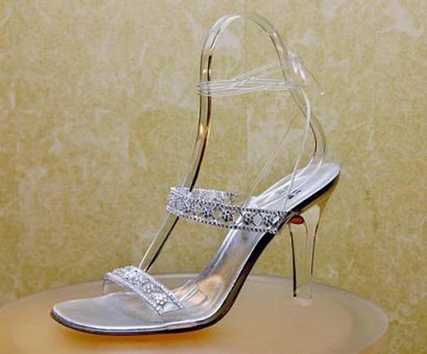 5_scarpemagazine_stuart_weitzmann_cinderella_slippers