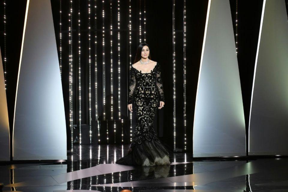 1025895-l-actrice-italienne-monica-bellucci-ouvre-la-ceremonie-de-cloture-du-festival-de-cannes-le-28-mai-20