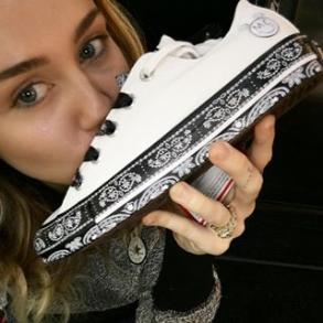 Screenshot-2017-11-21 Miley Cyrus ( mileycyrus) • Foto e video di Instagram(1)