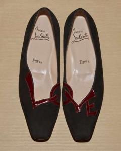 Il modello originale del 1992 della scarpa Love di Christina Louboutin