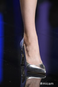 good vibes passerella scarpa metallizzata