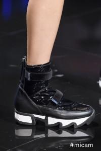 iRi passerella scarpe nere lacci