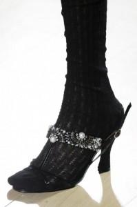 Sandalo nero con pietre e perle Erdem