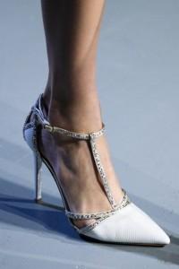 Decoltè bianche con laccio alla caviglia e brillanti P. Roland