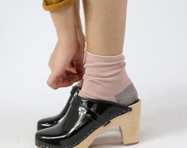 Clogs, amore e odio per le scarpe femministe