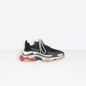 Balenciaga, sneaker Triple S 725€