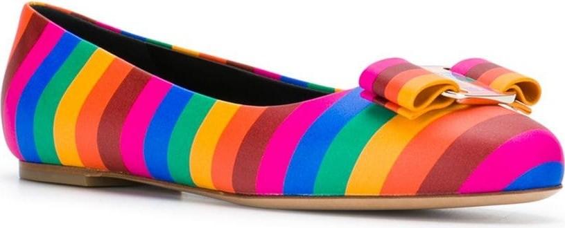 Salvatore Ferragamo ballerina in pelle con motivo arcobaleno (535€)