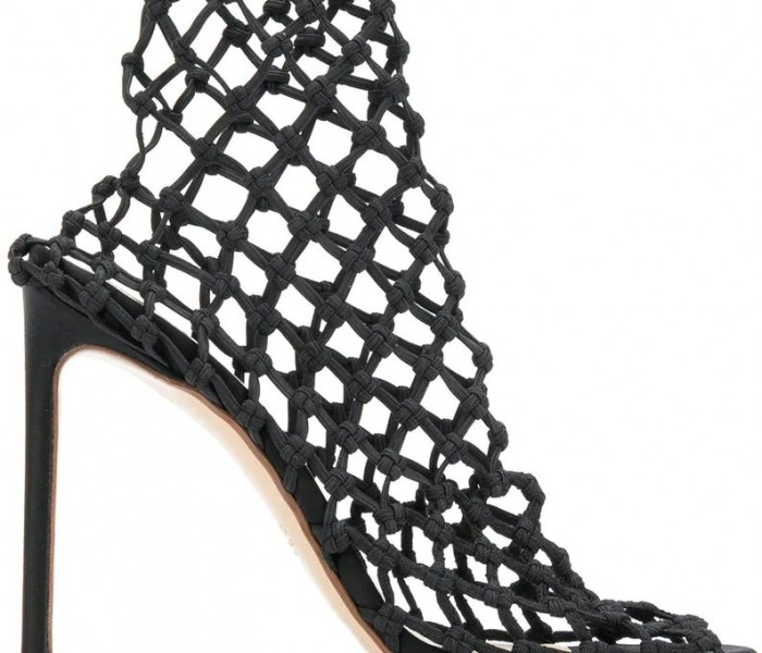 """I sandali a rete """"fishnet"""" spopolano sulle passerelle"""
