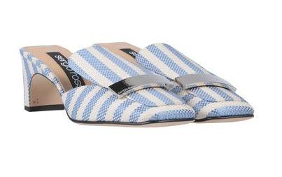 L'eleganza e la semplicità dei sandali con le righe
