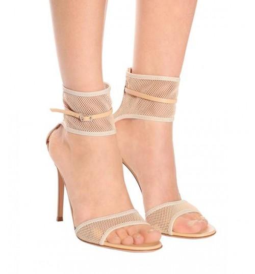 gianvito-rossi-sandali-erin-rete-praline-nude-sandali