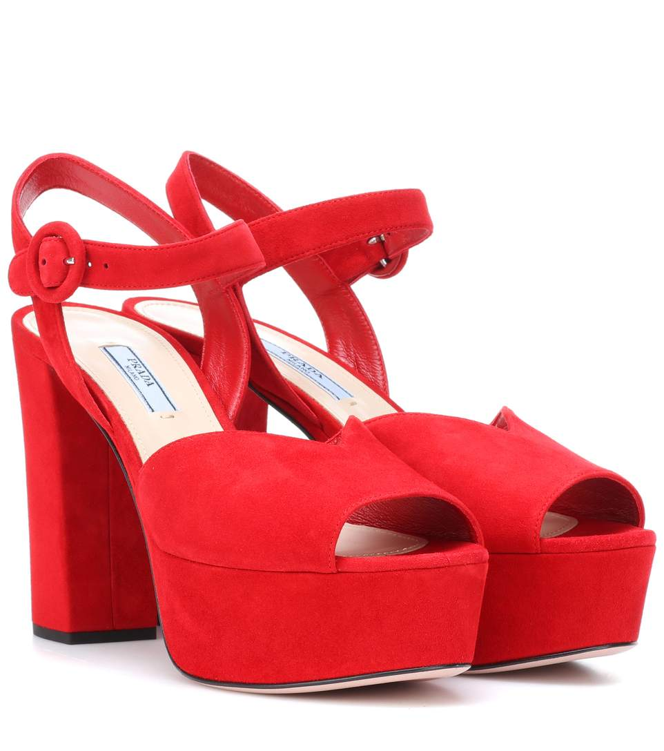 prada-sandali-donna-rosso-sandali-in-suede-con-plateau-rosso