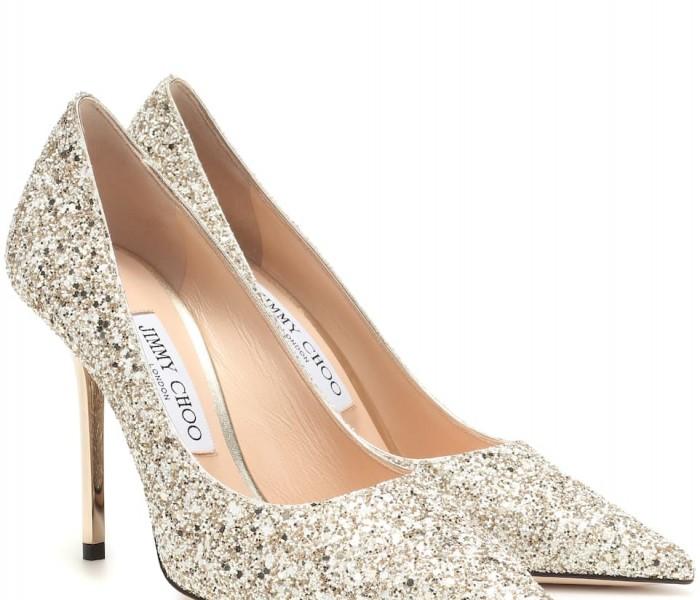 È arrivato il Natale e non sai quali scarpe abbinare ai tuoi outfit per le feste? Ecco alcune proposte della nuova collezione di scarpe di JIMMY CHOO