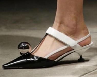 Zeppe e plateau, scarpe a punta, dècolleté