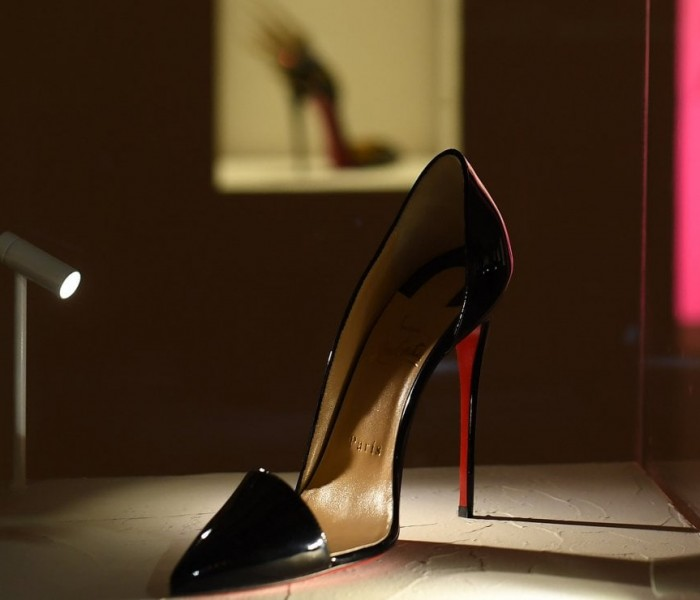 Christian Louboutin viene celebrato a Parigi con una mostra delle sue creazioni
